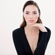 Gal Gadot - perfect lighting!