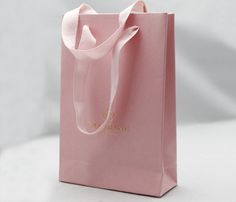 Pretty and luxury paper bag. Ideal for lingerie shop and brand.