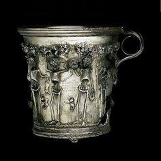 "The treasure of Boscoreale, buried just before éruption of Vesuvius in 79 yielded a pair of gilded silver cups which have skeletons under a garland of roses. Greek inscriptions in dotted characters are legends, accompanied maxims: ""Enjoy while you're alive, the future is uncertain. """