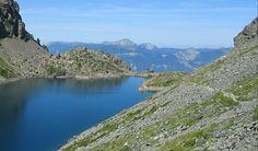 En parcourant l'Isère le visiteur découvre ses innombrables paysages naturels, ses richesses culturelles et ses activités de plein air. Dans ce paysage de montagne, au climat rigoureux en hiver et quasi provençal en été, des lieux illustres résonnent à nos oreilles : la Grande Chartreuse, l'Alpe d'Huez, la cité thermale d'Uriage, le château Bayard.  Read more at http://www.sejour-touristique.com/vacances-en-france/decouverte-de-nos-regions/rhone-alpes/isere/#g5ht1p078XXbxGUG.99