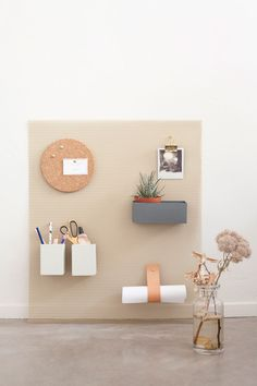 DIY organizer wall storage by Heju - Basteln Organisation Wall Organization, Wall Storage, Diy Inspiration, Interior Inspiration, Mur Diy, Diy Home Decor, Room Decor, Blog Deco, Do It Yourself Projects