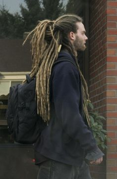 Love seeing people with dreads like this walking around Dreadlock Hairstyles For Men, Dreadlock Styles, Dreads Styles, Cool Hairstyles, Beautiful Dreadlocks, White Guy Dreadlocks, White Men With Dreads, White People Dreads, Thick Dreads