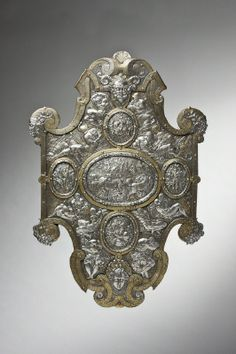 Parade shield, probably made ​​by Eliseus Libaerts in Antwerp around 1560, after the model of Etienne Delaune, for Erik XIV of Denmark