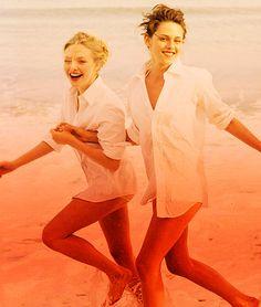 Dakota Fanning & Kristen Stewart.