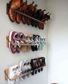 """🔊Best Woodworking Plans 👍 on Instagram: """"that's awesome shoe shelves 👏❤️ can you build this? . 👥𝙎𝙝𝙖𝙧𝙚 𝙬𝙞𝙩𝙝 𝙁𝙧𝙞𝙚𝙣𝙙𝙨 𝙬𝙝𝙤 𝙣𝙚𝙚𝙙 𝙩𝙤 𝙨𝙚𝙚 𝙩𝙝𝙞𝙨⠀✅, 👉Get woodworking plans that comes with…"""" Wall Shoe Rack, Shoe Racks, Space Saving Shoe Rack, Diy Shoe Storage, Small Storage, Diy Home Decor, Room Decor, Diy Casa, Home Organization Hacks"""