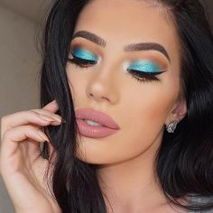 Turquoise Eye Makeup Look for Summer