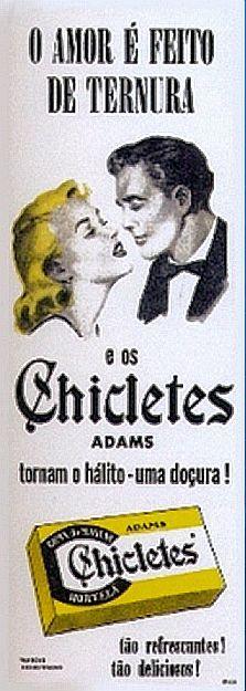 Propaganda do Chicletes Adams nos anos 50: momento romântico para vender chiclete. A primeira marca a se instalar no Brasil foi a Adams, com suas caixinhas amarelas que até hoje existem, e que pouco mudaram desde aquele tempo.