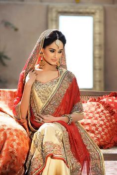 Stunning elegant beautiful asian indian bride.    I like especially the bindi worn in the forehead @Navdeep Kaur brar