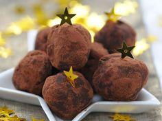 Les truffes au chocolat, on adore ça ! Faciles et rapides à faire, elles sont la star de nos petites douceurs d'hiver. Toutes nos recettes de truffes sucrées...