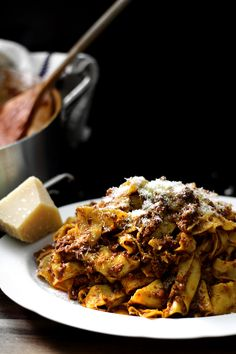 I almost couldn't wait to tell you all about this hysterically inconvenient ragu. I started curating its debut so many weeks ago, impatiently waited for the temperature to drop and the first damn leaf to fall, until everything... every single elements in the... #bolognese #italian #meatsauce