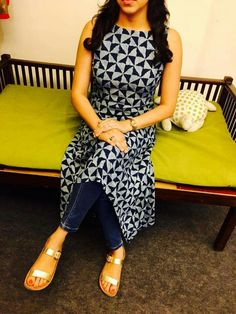For the black ikat top material Salwar Designs, Kurti Neck Designs, Kurta Designs Women, Kurti Designs Party Wear, Blouse Designs, Indian Fashion Dresses, Dress Indian Style, Indian Designer Outfits, Indian Wear