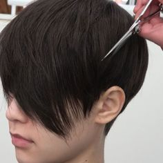 25 Best Short Pixie Haircuts for Looking for best short pixie haircuts? From classic icons to modern muses, these are the celebrities who prove the versatility of the cool cut. Very Short Haircuts, Haircuts For Fine Hair, Cute Hairstyles For Short Hair, Short Hair Cuts For Women, Pixie Hairstyles, Short Hair Styles, Haircut Short, Pixies, Great Hair