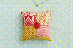 Get ready to discover these easy quilt block patterns for beginners! Whip up quick and easy groups of fabric squares with our step by step guide to turn into your first quilts and patchwork project Quilt Block Patterns, Pattern Blocks, Quilt Blocks, Beautiful Notebooks, Cool Notebooks, Nine Patch Quilt, Quilting Rulers, Quilting For Beginners, Fabric Squares