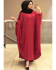 Bild könnte enthalten: 1 Person, stehend – Sema Öztürk – Join the world of pin Niqab Fashion, Modest Fashion, Girl Fashion, Fashion Outfits, Muslim Women Fashion, Islamic Fashion, Abaya Style, Estilo Abaya, Hijab Gown
