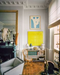 In his storied Paris flat, Hall of Famer Jacques Grange ( filled the rooms with art, photography, and furnishings… French Interior, Home Interior, Living Room Interior, Interior Decorating, Bohemian Interior, Architectural Digest, Design Living Room, Living Spaces, Paris Living Rooms