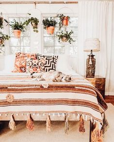 Bohemian Minimalist with Urban Outfiters Bedroom Ideas Bohemian bedroom ideas are able to help you create a relaxing, laid-back space. Owing to that, it is logical that some sort of cool phone accessory wo. Bohemian Bedroom Design, Bohemian Bedroom Decor, Master Bedroom Design, Home Decor Bedroom, Diy Bedroom, Bedroom Inspo, Bohemian Comforter, Bohemian Apartment, Modern Bedroom