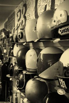 Old School Helmets Galore Full Face Motorcycle Helmets, Custom Motorcycle Helmets, Motorcycle Outfit, Motorcycle Clothes, Vintage Love, Vintage Photos, Retro Vintage, Cool Motorcycles, Vintage Motorcycles