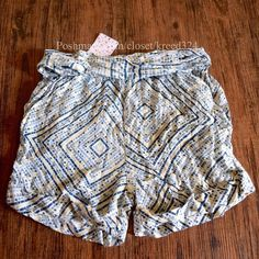 """FREE PEOPLE Shorts High Rise Printed Bohemian Pant Size Small. New with tags.  $68 Retail + Tax.     Printed high rise shorts featuring an elastic waistband with fabric belt.   Rolled hemline.  Run true to size.  Rayon. Imported.     ❗️ Please - no trades, PP, holds, or Modeling.    Bundle 2+ items for a 20% discount!    Stop by my closet for even more items from this brand!  ✔️ Items are priced to sell, however reasonable offers will be considered when submitted using the blue """"offer""""…"""