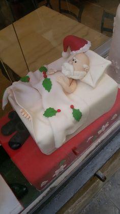 Babbo Natale a letto. Cake design creato dalla pasticceria Escriba' di Barcellona.
