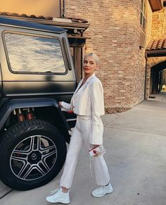 White hot: Kylie Jenner, flashed her ample cleavage and toned tummy in a saucy snap po. Kendall Jenner, Bruce Jenner, Kylie Jenner Vestidos, Instagram Kylie Jenner, Look Kylie Jenner, Kylie Jenner Outfits, Kendall And Kylie, Jenner Girls, Kylie Jenner Bikini Pics