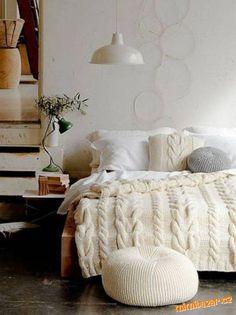 Jak docílit těchto hrubých vzhledů pleteniny, aniž bychom bydlenky kupovaly drahé vlny, které jsou navíc nesehnatelné