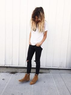 white loose oversized vneck tshirt, sunglasses hanging from neck, black knee torn skinny jeans, and camel tan ankle boots. Mode Outfits, Fall Outfits, Casual Outfits, Fashion Outfits, Womens Fashion, Summer Outfits, Look Fashion, Autumn Fashion, High Fashion