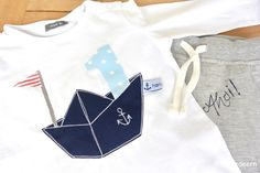 for our not so small, easy sailor! Shirt us jogging pants bought very naughty and marquis aufgehubscht. Sailor Shirt, Baby Applique, Origami Boat, Baby Kind, Kids And Parenting, Diy For Kids, Graphic Sweatshirt, T Shirts For Women, Sewing
