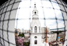 Vista de uma das torres da Igreja Nossa Senhora das Dores na Rua dos Andradas