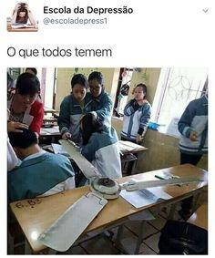 """42 mil curtidas, 1,245 comentários - Escola da Depressão (@escoladadepressao) no Instagram: """"Quem sempre teve medo do ventilador de teto cair?"""""""