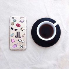 Começando o sábado com muito estilo e exclusividade ao lado de @_jessicalobo! {case: patches personalizada} [TÁ ROLANDO PROMO NO NOSSO SITE. CORRE LÁ] #gocasebr #instagood #iphonecase #blogger #patches #exclusive #voudegocase