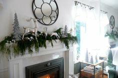 Hoy les vamos a presentar 50 salones con chimeneas adornadas con motivos navideños de diferentes estilos, no se pierdan esta selección de imágenes.