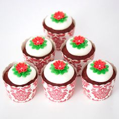 Christmas cupcakes! For tutorials, ideas and more follow my @sosweetbites on Instagram!