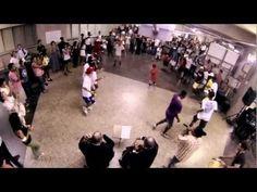 Flashmob: Carioca funk & classical music.