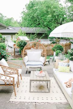 patio design See these easy patio makeover ideas that will help you update your outdoor space for summer! Get ready for summer by sprucing up your porch. Outdoor Rooms, Outdoor Living, Outdoor Decor, Outdoor Furniture, Outdoor Patio Rugs, Antique Furniture, Cozy Patio, Outdoor Benches, Backyard Furniture