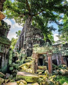 Siem Reap City Guide - All About Siem Reap & Angkor Wat, Cambodia Cambodia Beaches, Cambodia Travel, Abandoned Churches, Abandoned Places, Cool Places To Visit, Great Places, Beautiful Places, Ta Prohm, Ruined City