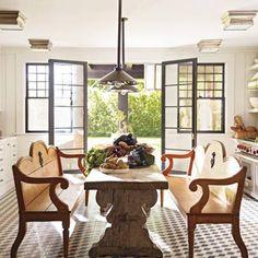 Steven Gambrel Elle Decor Hamptons Home Home, Elle Decor, Kitchen Flooring, Country Kitchen, Hamptons House, Gambrel, Beautiful Kitchens, House Interior, Eat In Kitchen