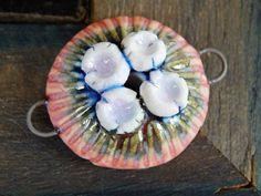 Handmade porcelain pendant treasures of the deep . por Majoyoal