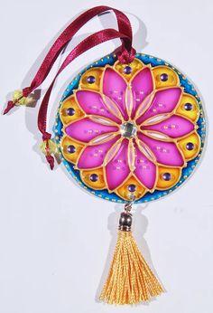 originalyexclusiva | MINI MANDALAS Cd Crafts, Easy Crafts, Cd Art, Painted Pots, Mandala Art, Dream Catcher, Mini, Scrapbook, Cartoon