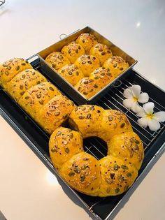 ขนมปังฟักทอง(ดินเนอร์โรล) Bagel, Bread, Recipes, Food, Brot, Recipies, Essen, Baking, Meals