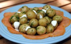Dilled Potatoes With Smoked Salmon And Horseradish Sauce