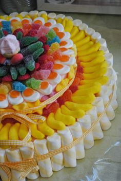 Tarta de chuches - Candy cake - Gateau de bonbons Marshmallow Sweets, Sweetie Cake, Lolly Cake, Candy Trees, Bar A Bonbon, Sweet Carts, 3rd Birthday Cakes, Candy Bouquet, Dessert Buffet