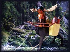 Der Junge Elch-Zentauer auf dem Weg in sein erstes Abenteuer. Mit Verpflegung für alle, die ihn begleiten. Playmobil