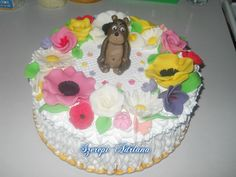 tort cu flori si ursulet
