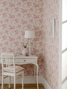 Delphine by Clarke & Clarke is a great #wallpaper to create the shabby chic look.