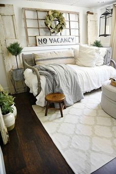 Awesome 65 Classic and Vintage Farmhouse Bedroom Ideas. More at https://trendecor.co/2017/09/05/65-classic-vintage-farmhouse-bedroom-ideas/