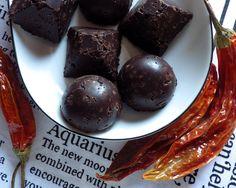 bezglutenowe czekoladki z quinoi, kakao i chilli