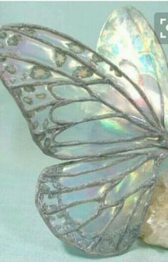 Abalone mother of pearl wings Glass Butterfly, Butterfly Kisses, Butterfly Wings, Butterfly Crafts, 3d Quilling, Fairy Wings, Stained Glass Projects, Chenille, Beautiful Butterflies