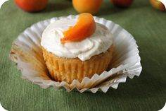 vegan roasted apricot cupcakes