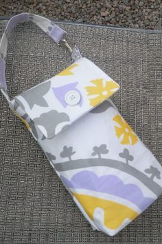 Compact diaper case - holds a few diapers and a wipes case. Free sewing tutorial.