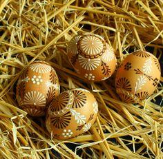 Kraslice v přírodních tónech / Zboží prodejce Královna Mab Eastern Eggs, Ukrainian Easter Eggs, Faberge Eggs, Wax, Projects To Try, Board, Easter, Pointillism, Templates